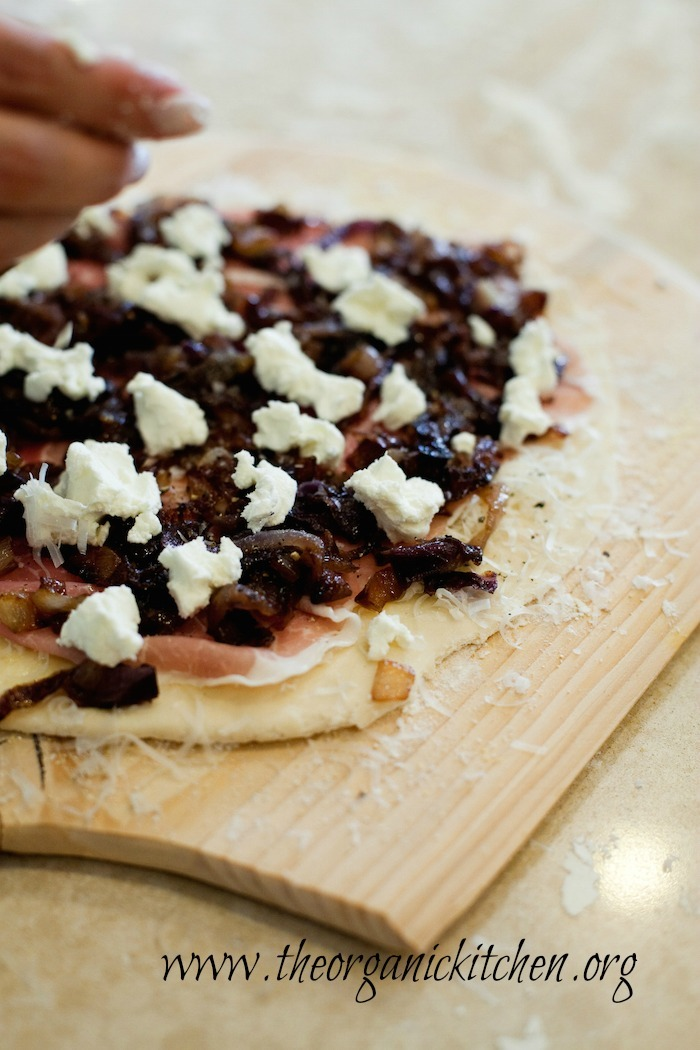 Caramelized Onion and Goat Cheese Pizza!