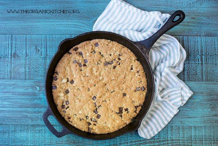'Almond Joy' Chocolate Chip Skillet Cookie! (Gluten free option) #skilletcookie, #chocolatechipcookie #almondjoycookie #glutenfreechocolatechipcookie