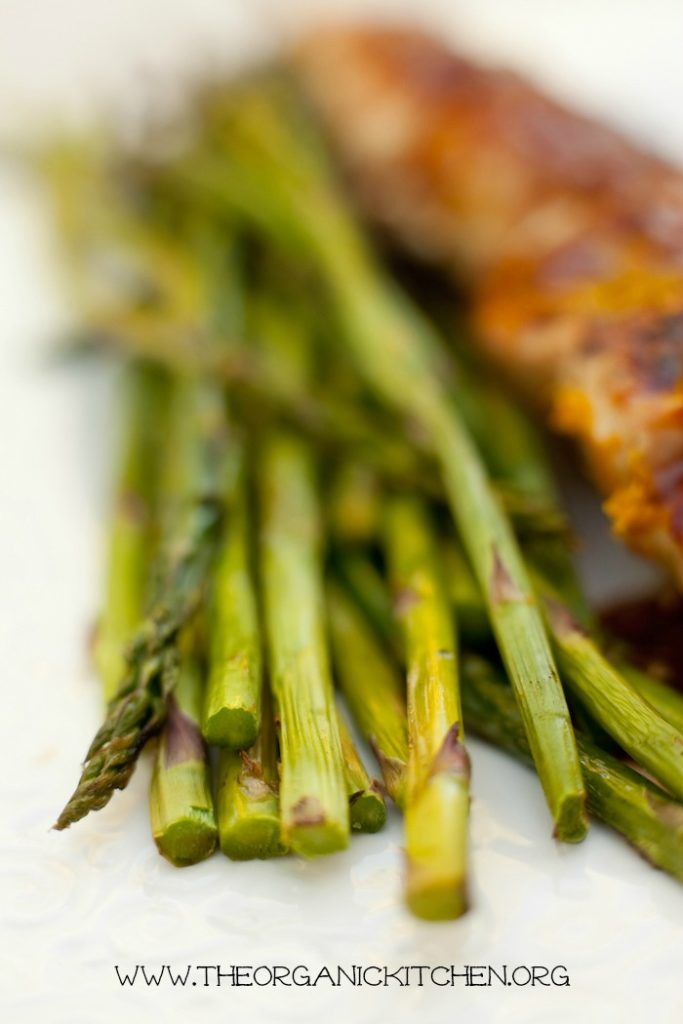 Apricot Sesame Chicken Skewers with Grilled Asparagus #chickenskewers #bbqchicken #kabobs #grilledasparagus